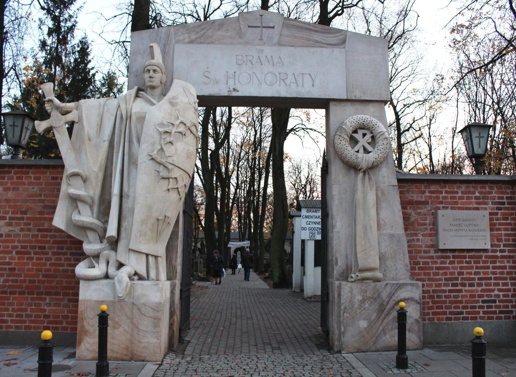 ingresso brama cimitero monumentale Powązki