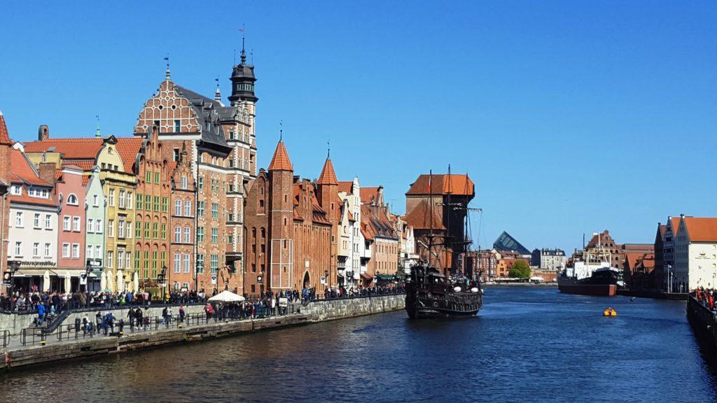 La gru medievale di Danzica lungo fiume